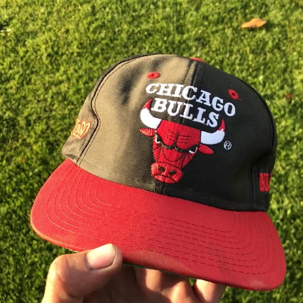 ef8f52d62b94df 🔥 Vintage Chicago Bulls red and black SnapBack hat. bulls 7 - Depop