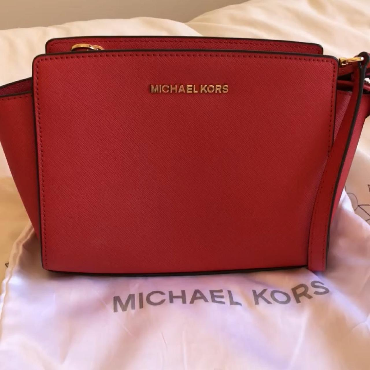 469553d39ac5 @candy5123. 11 months ago. Dundee, United Kingdom. Michael Kors Selma small  messenger bag. Colour Coral Reef with gold hardware.
