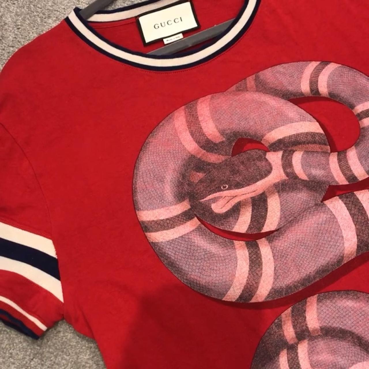 af2051e142e7 @sasharabella. 2 months ago. Dartford, United Kingdom. Men's red Gucci  snakes tshirt size Large.